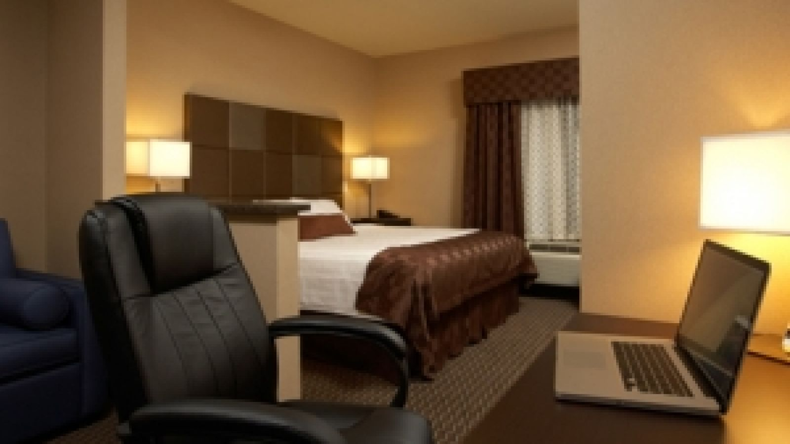 Comfort Suites Kelowna - Kelowna golf packages