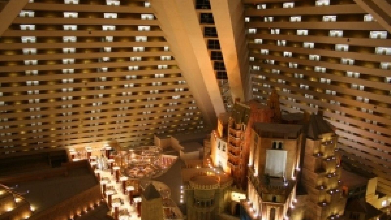 Luxor - Las Vegas golf packages