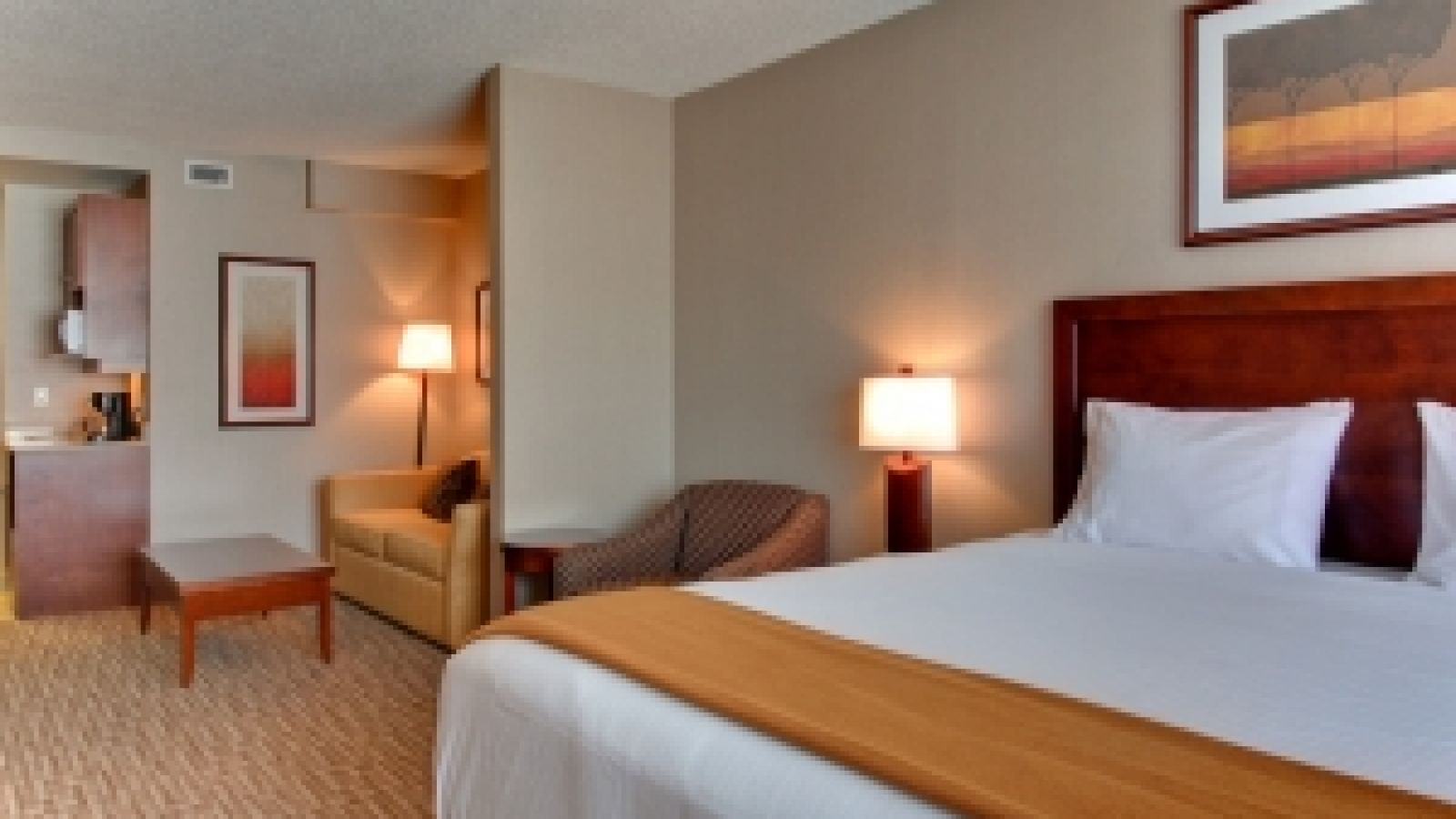 Kanata Kelowna Hotel & Conference Centre - suite