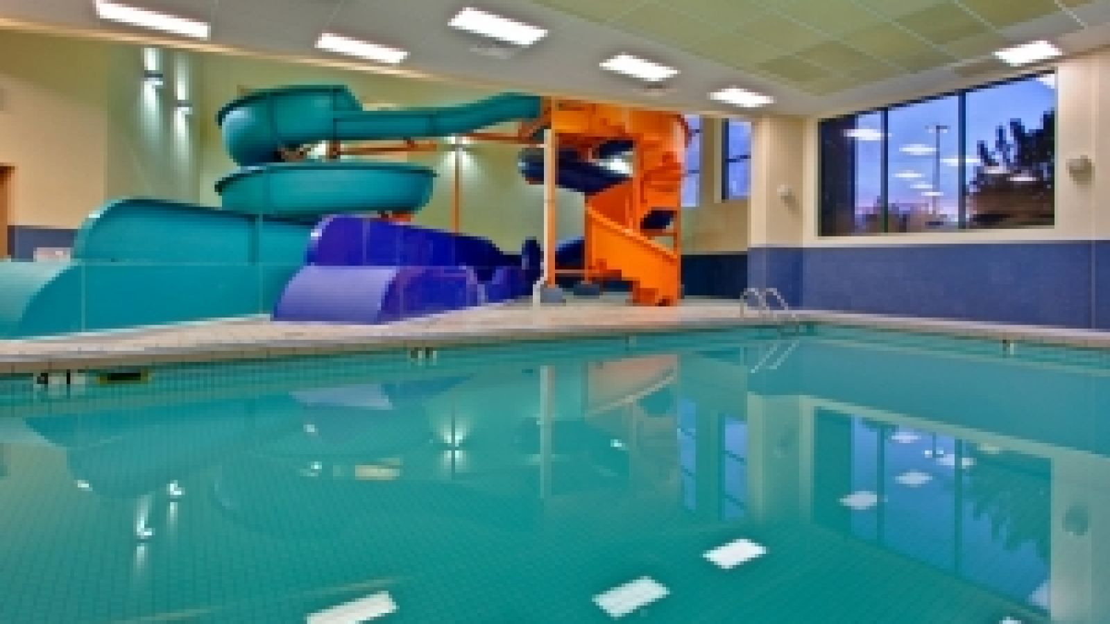 Kanata Kelowna Hotel & Conference Centre - indoor pool with waterslide