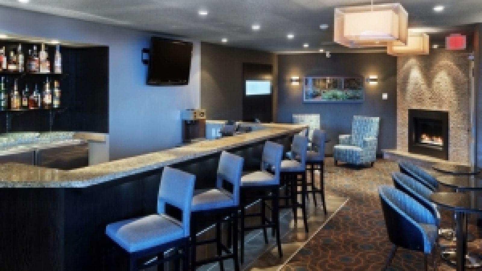 Ramada Hotel Kamloops - Lounge / Bar