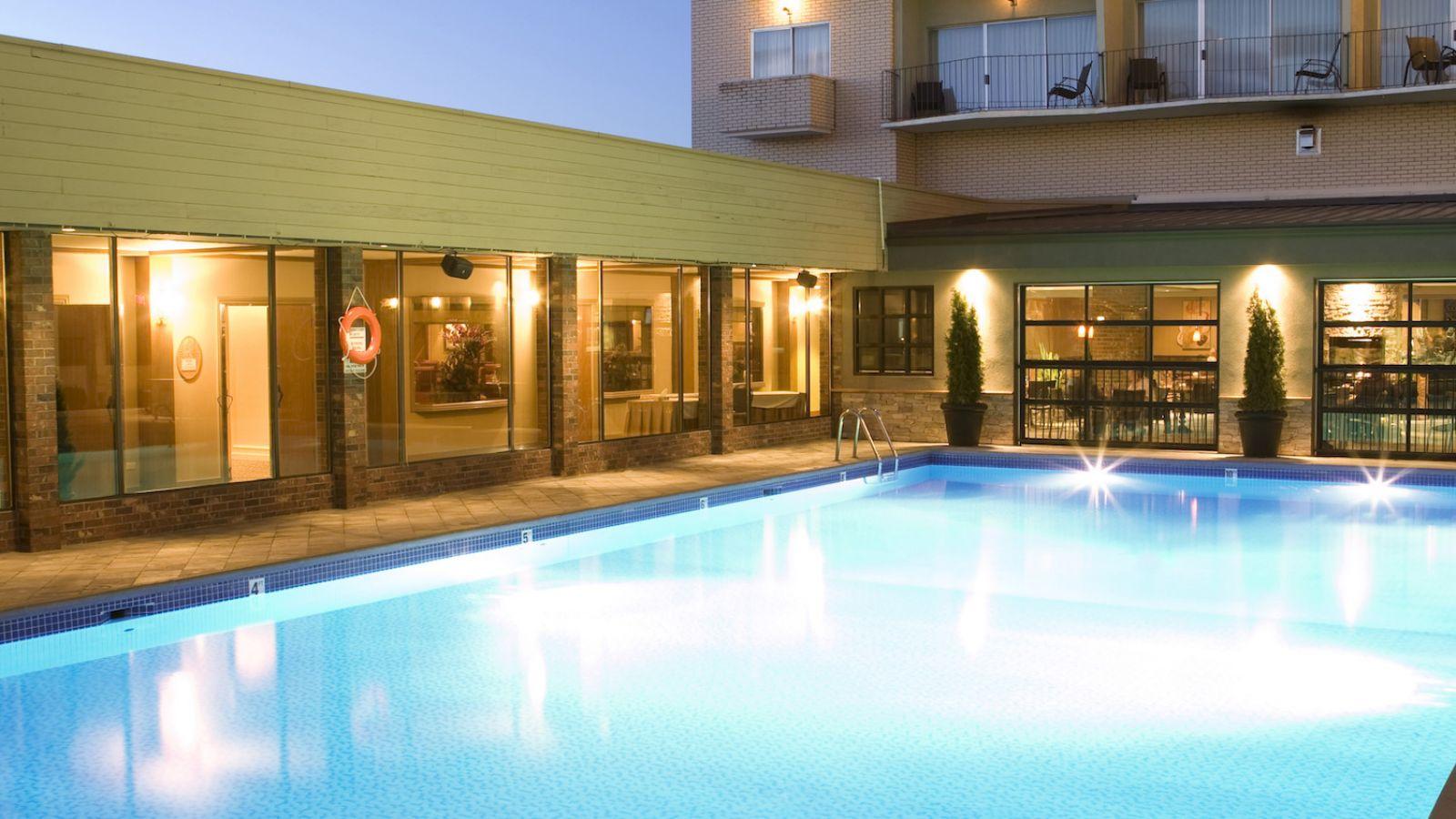 Coast Capri Hotel Kelowna - Kelowna golf packages
