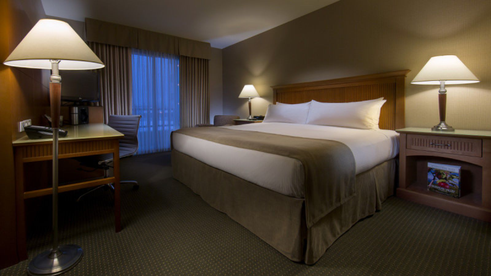 Coast Capri Hotel Kelowna - Kelowna golf packages