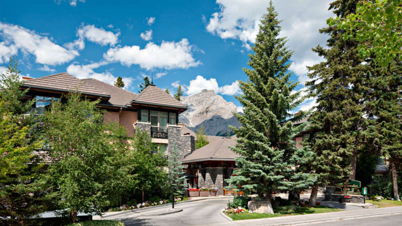 Delta Banff Royal Canadian Lodge - Alberta golf packages
