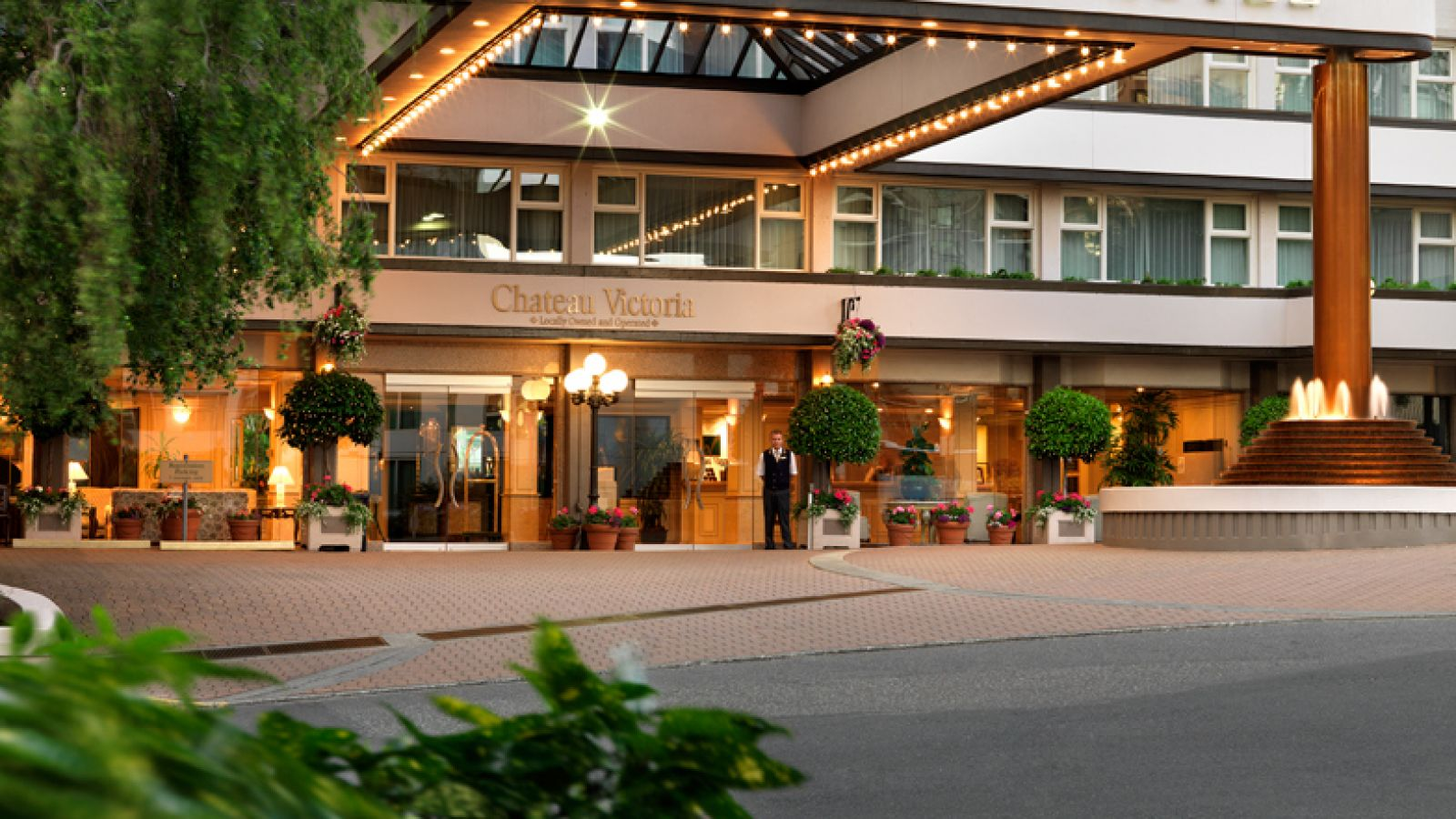 Chateau Victoria Hotel and Suites - Vancouver Island golf packages