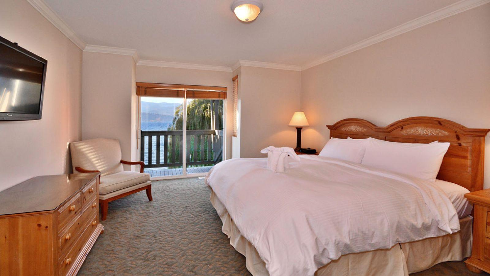 Three Bedroom Villa Beachfront Bedroom