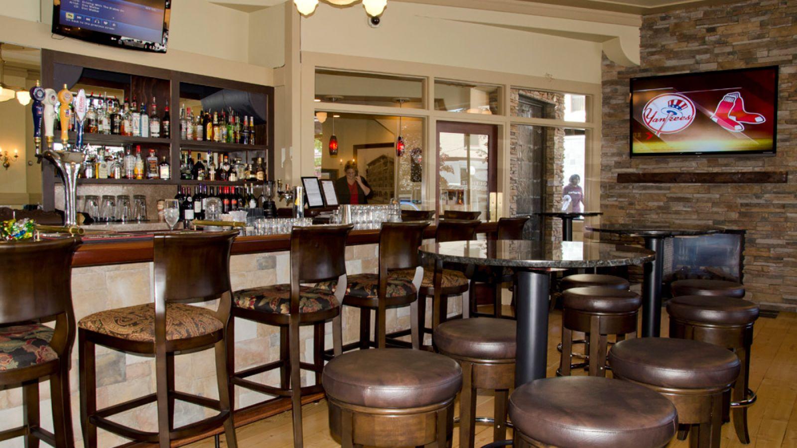 Plaza Hotel Kamloops Lounge area
