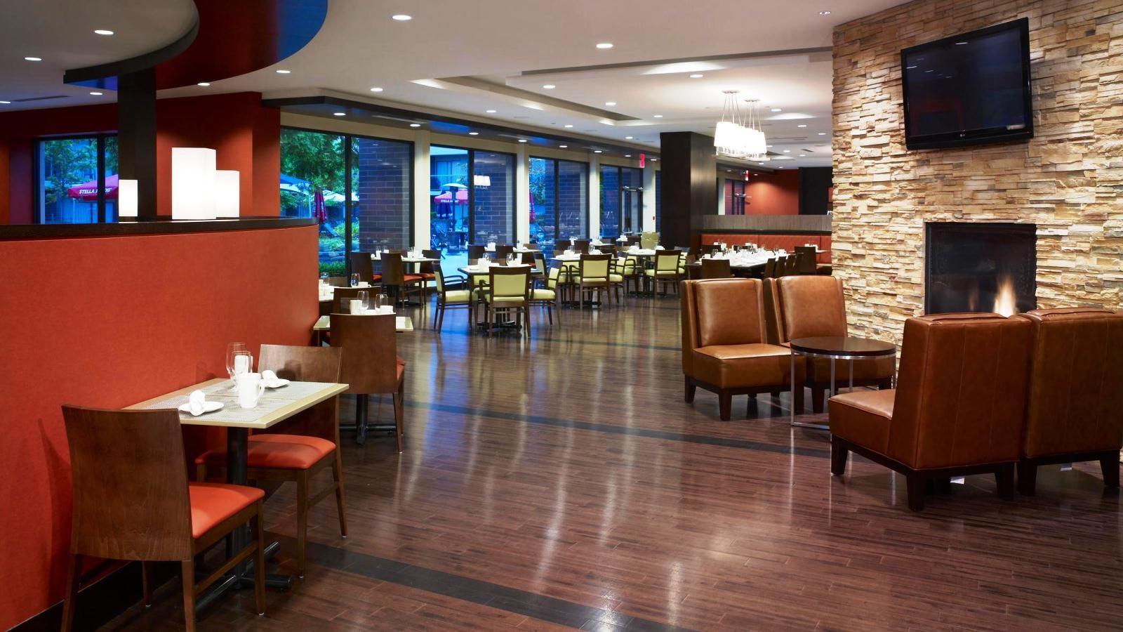 Sheraton Vancouver Airport Hotel - Harold's Bistro & Bar