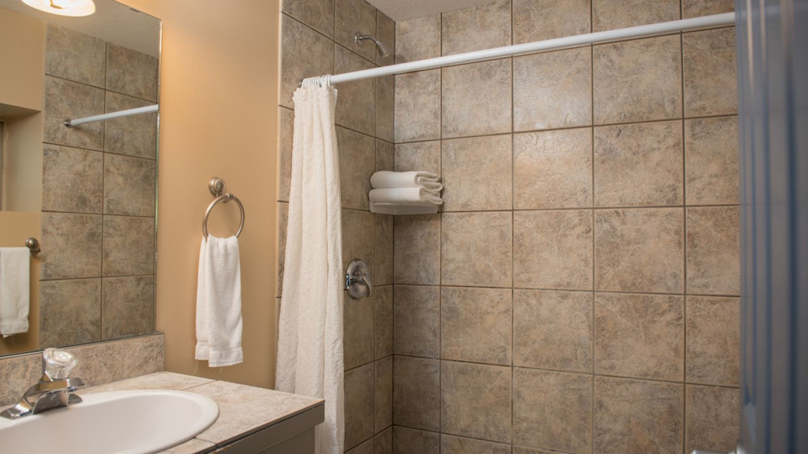 Oasis Building - standard room - Podollan Inn Salmon arm
