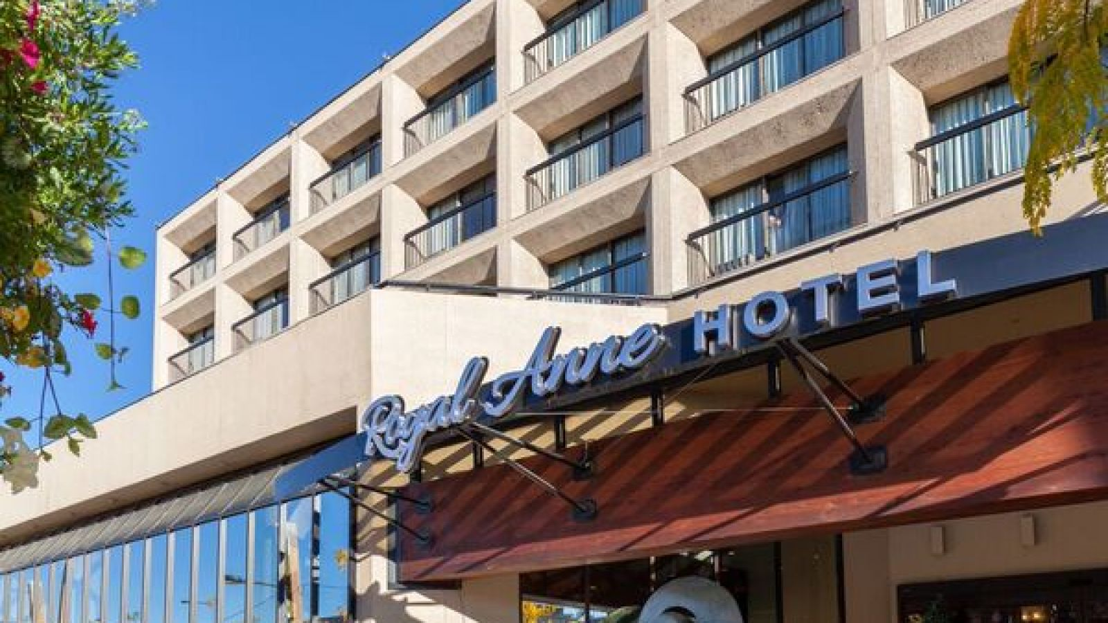 Royal Anne Hotel Kelowna - Front view after renovations