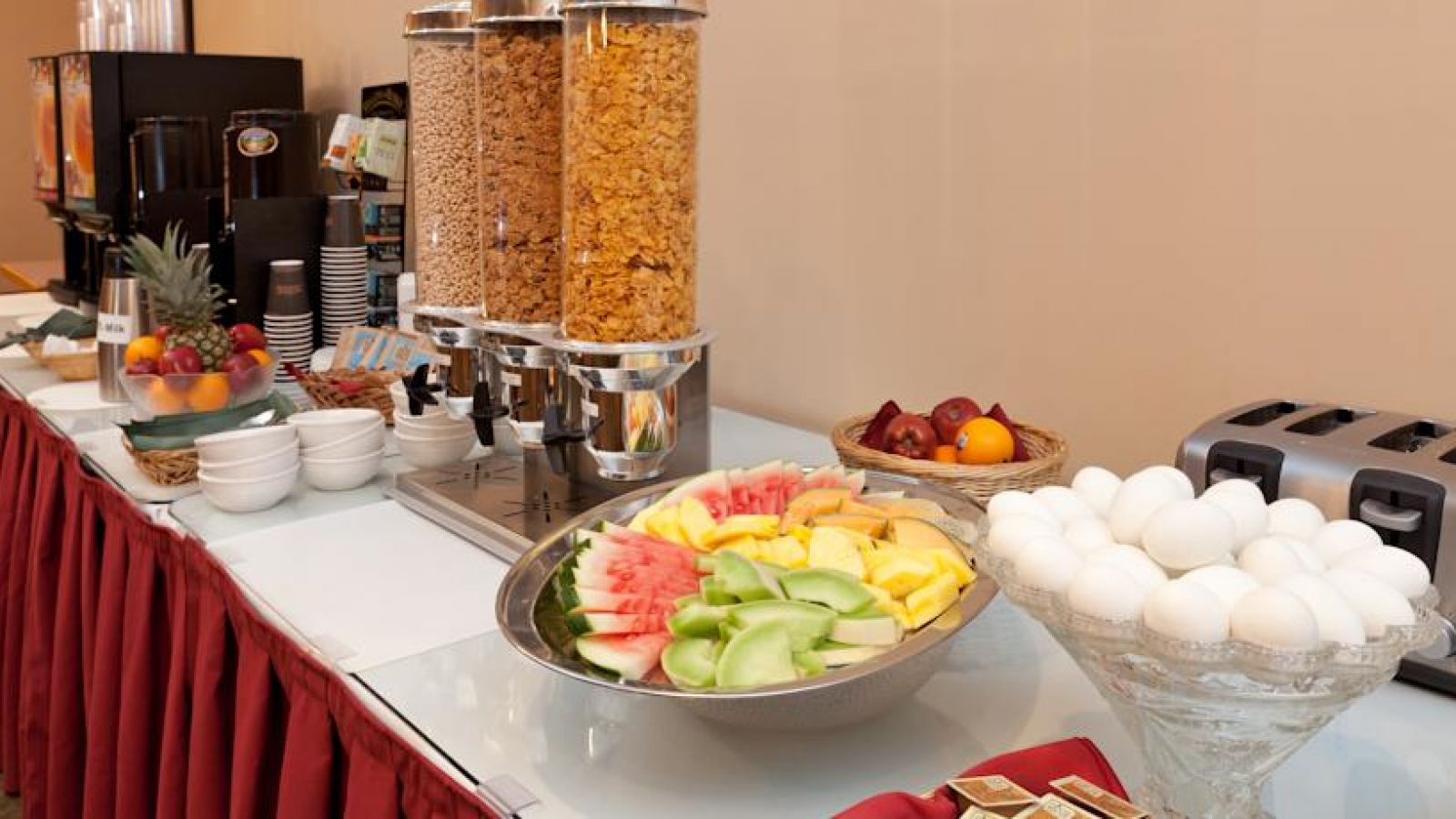 Royal Anne Hotel Kelowna - breakfast bar
