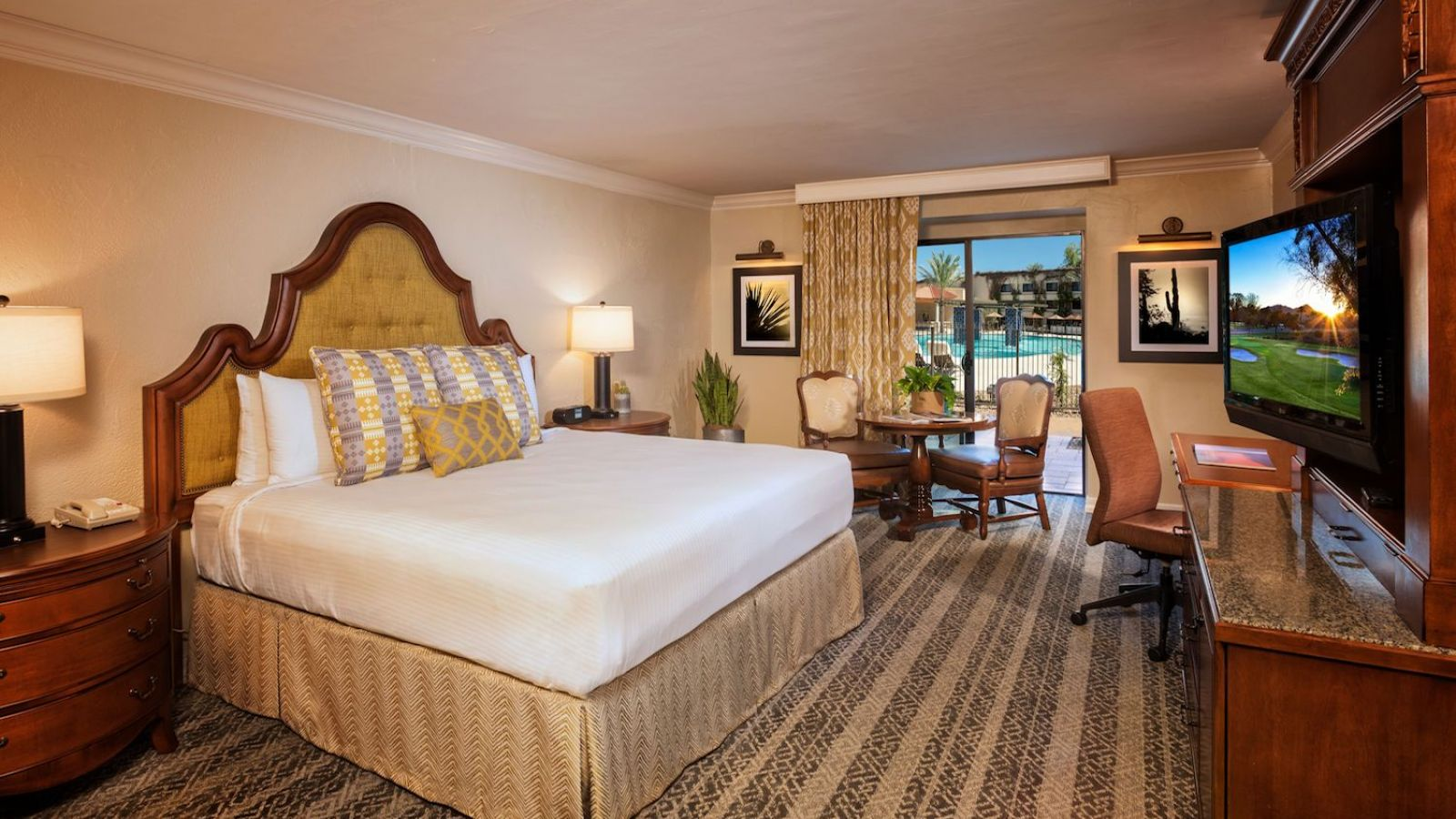 Scottsdale Resort at McCormick Ranch - King Guest Room Pool Side