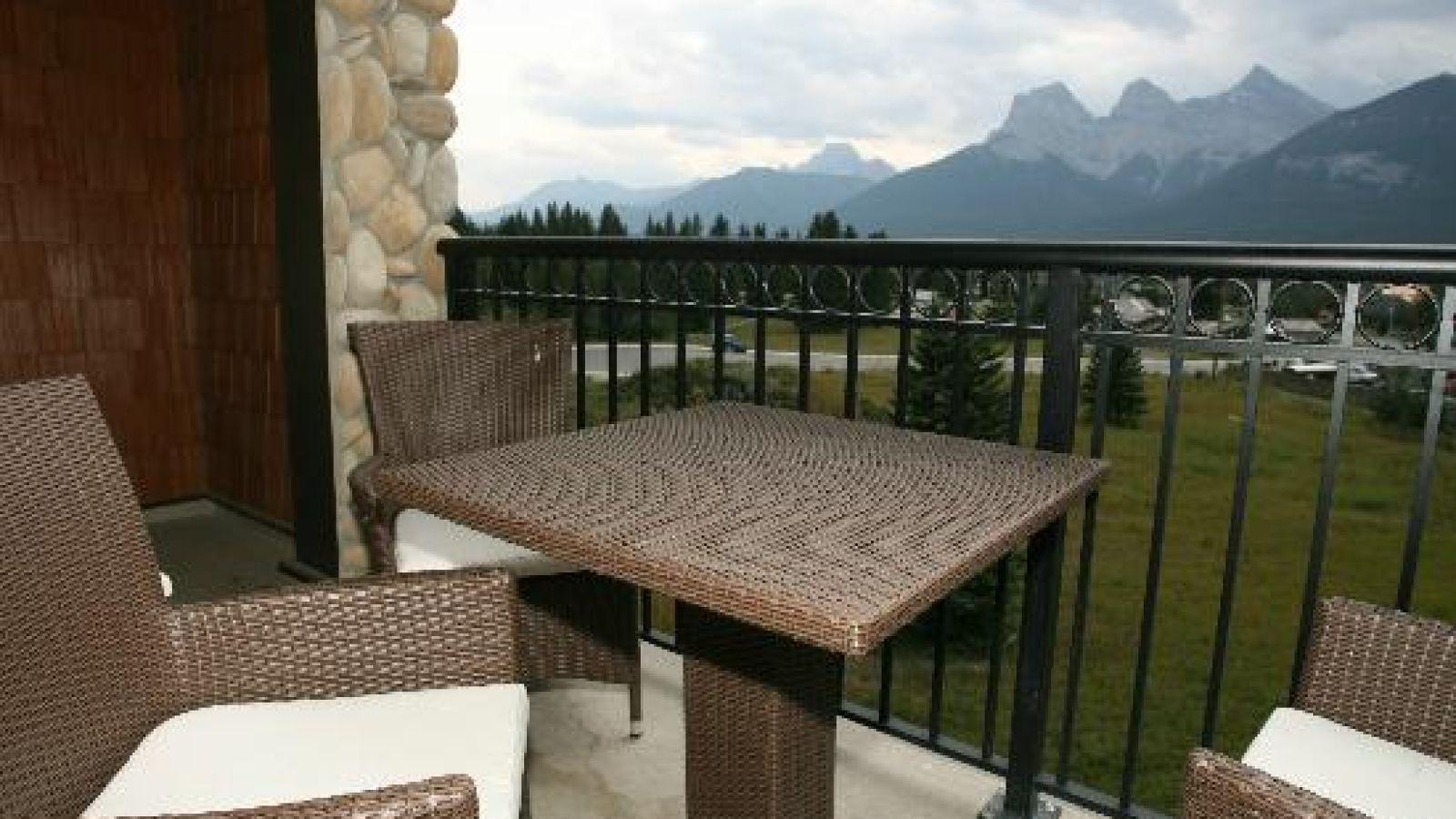 Grande Rockies Resort Canmore - BC & Alberta golf packages