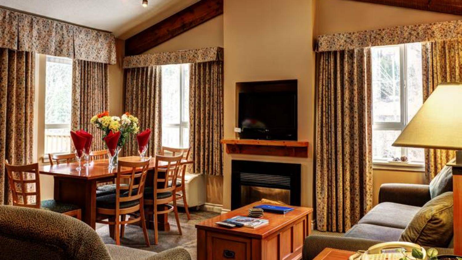 Pemberton Valley Lodge - 2 bedroom living room area