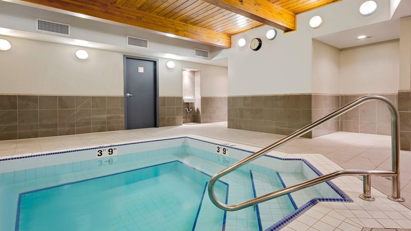 Ramada Hotel Kamloops - Hot Tub