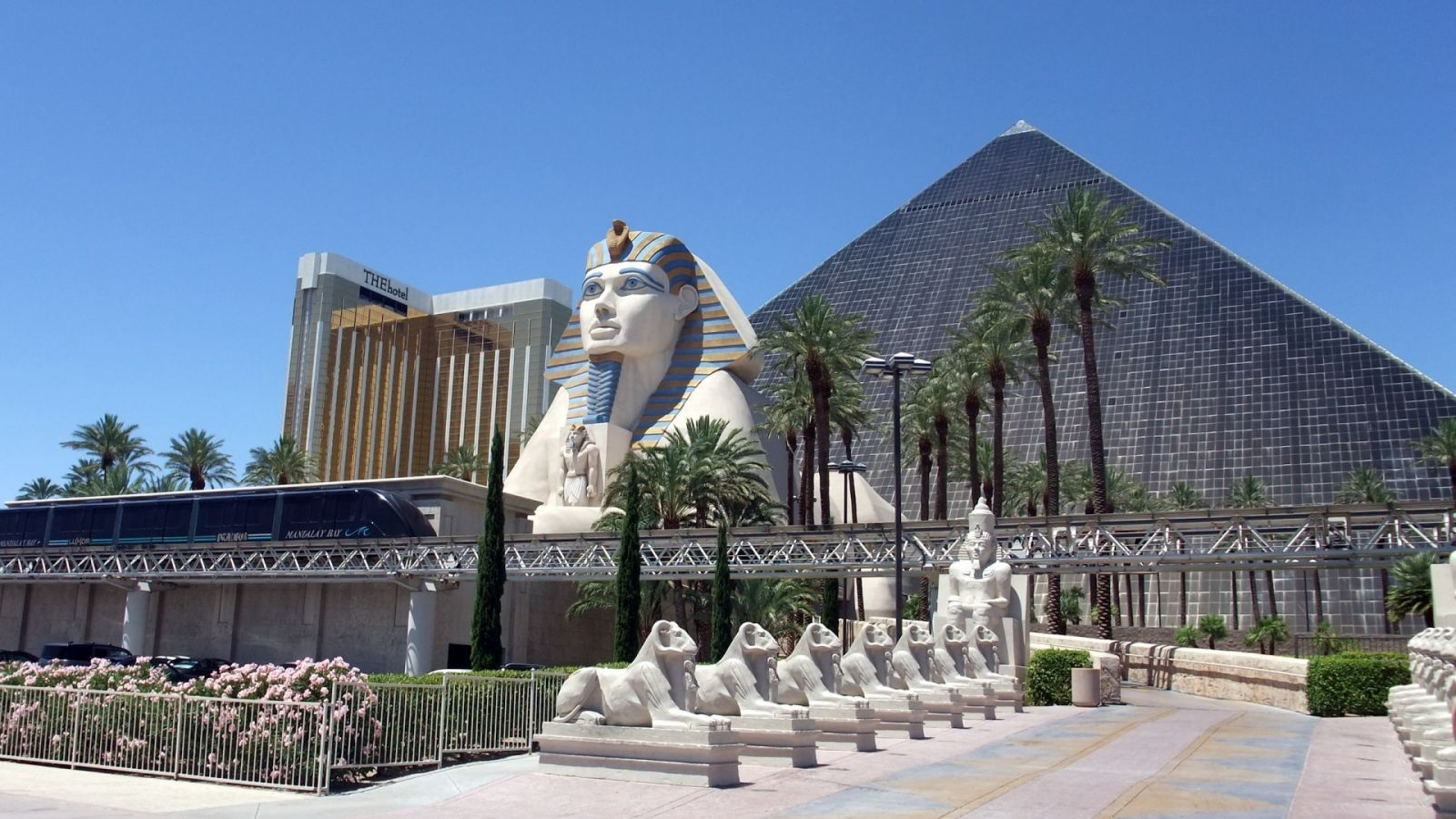 Luxor - Las Vegas golf packages