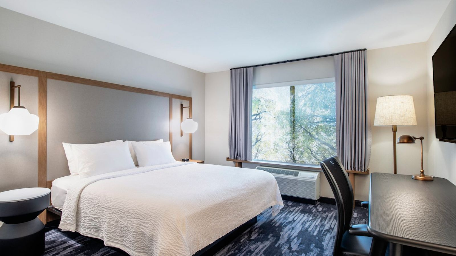 Enjoy complimentary Wi-Fi, a large flat-screen TV and a spacious work desk in our newly renovated king guest room