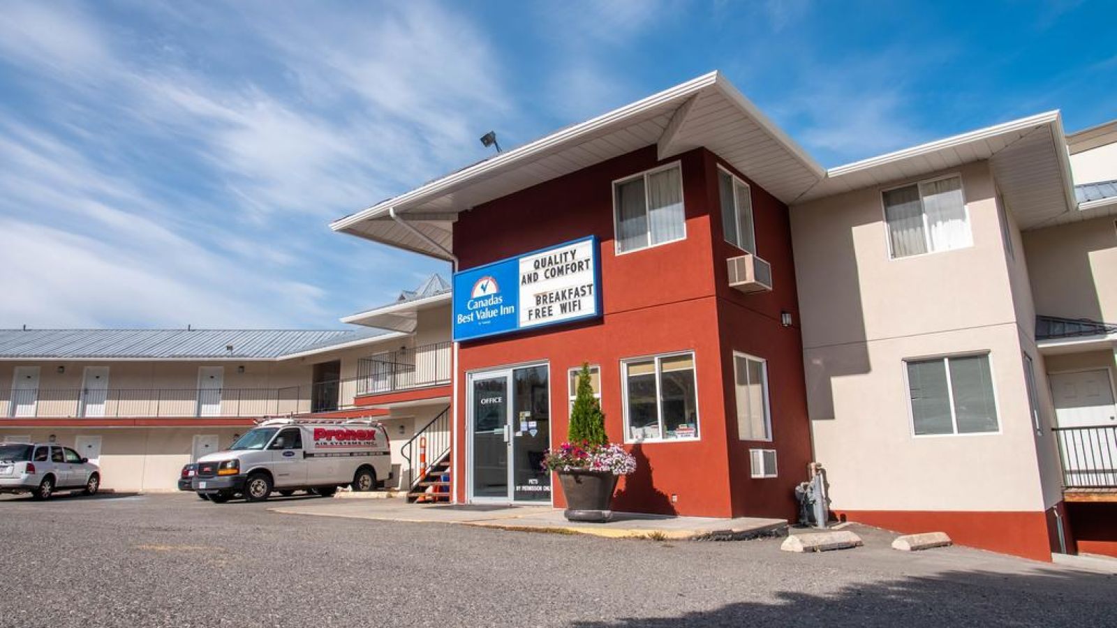 Front View - Canadas Best Value Inn & Suites Kamloops