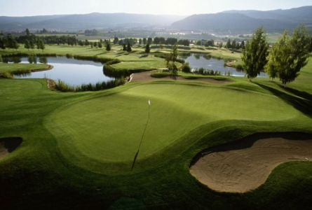 Prestige Beach House Kelowna Golf Getaway