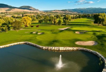 Holiday Inn Kelowna East - 2 night / 2 round package