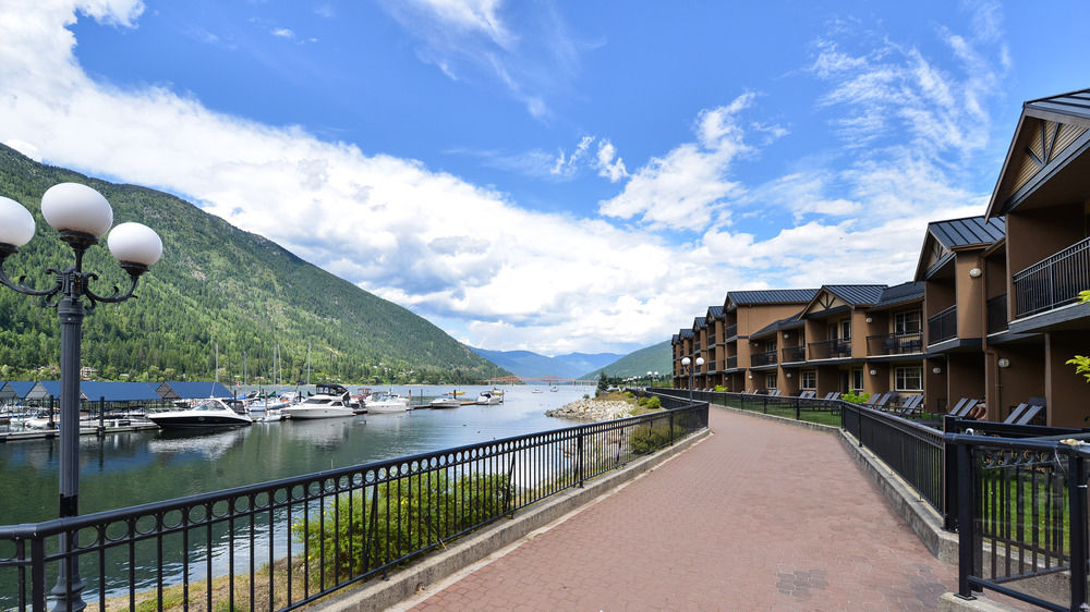 The Prestige Lakeside Resort - East Kootenay golf packages